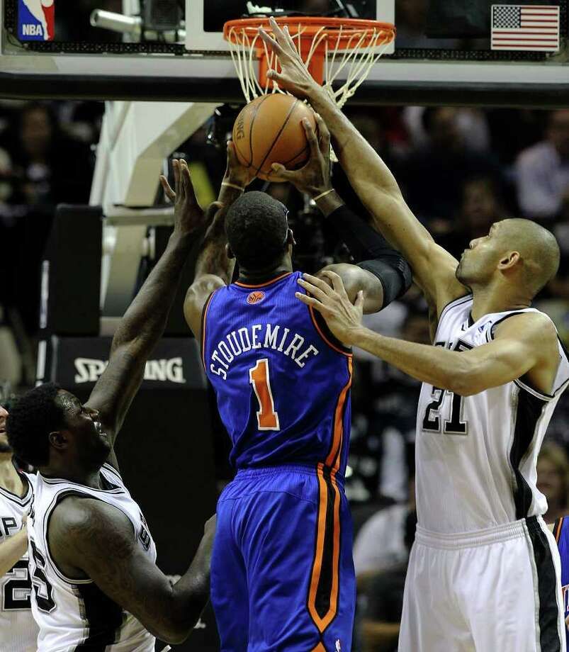 Spurs' Tim Duncan (right) and DeJuan Blair (left) defend New York Knicks' Amar'e Stoudemire (01) in the second half at the AT&T Center on Friday, Jan. 21, 2011. Spurs defeated the Knicks, 101-92. Kin Man Hui/kmhui@express-news.net Photo: KIN MAN HUI, SAN ANTONIO EXPRESS-NEWS / kmhui@express-news.net