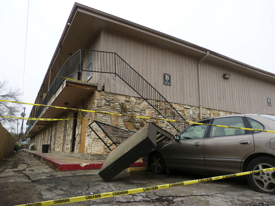 The city's Code Enforcement Services department shut part of the Oaks on Bandera after a stairway collapse resulted in a death. Photo: John Tedesco/Express-News