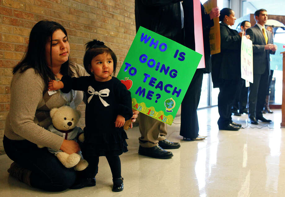 Danielle Gonzalez, who's studying at the University of the Incarnate Wordto be an educator, sits with 16-month-old niece Aliana Chavez during a news conference by state Rep. Mike Villarreal to talk about the impact the state's base budget bill on schools. Photo: LISA KRANTZ/lkrantz@express-news.net / SAN ANTONIO EXPRESS-NEWS