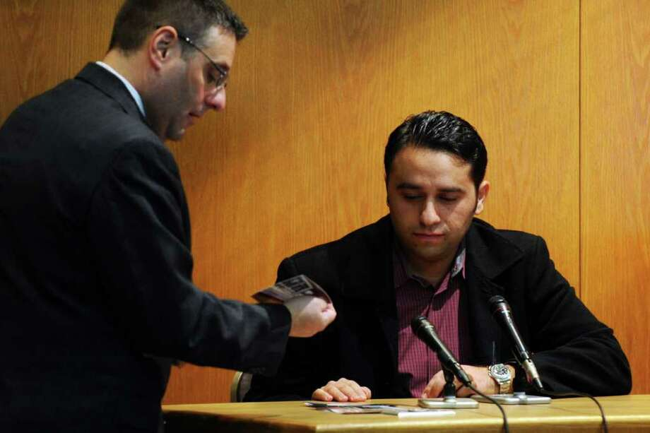 Robert Badalove, owner of Roberts Jewelers in Westbury, NY testifies at the trial of Christopher DiMeo in Superior Court in Bridgeport, Conn. Jan. 24th, 2011 for the 2005 murders of Fairfield jewelers Kim and Tim Donnelly. Photo: Ned Gerard / Connecticut Post