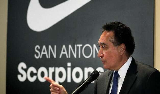 Henry Cisneros speaks in front of a Nike banner at a news conference pledging his support to Gordon Hartman's team. Photo: BOB OWEN/rowen@express-news.net