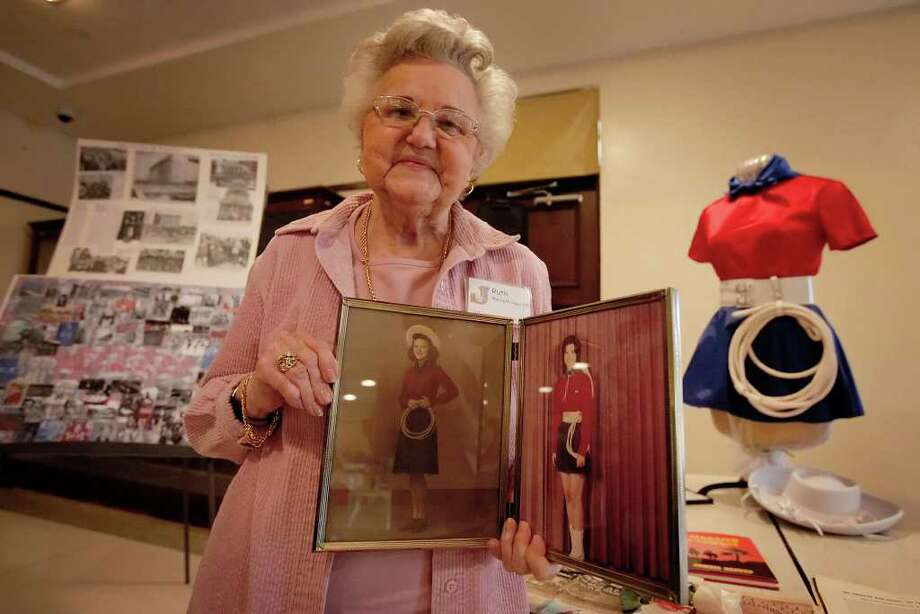 Lasso alumnus Ruth Haas, class of 1948, shows a picture of herself at the age of 16 and one of her daughter Kathryn from 1973 at a recognition ceremony of Lasso alumni from Thomas Jefferson High School on Wednesday, Jan. 26, 2011. Photo: KIN MAN HUI, SAN ANTONIO EXPRESS-NEWS / San Antonio Express-News