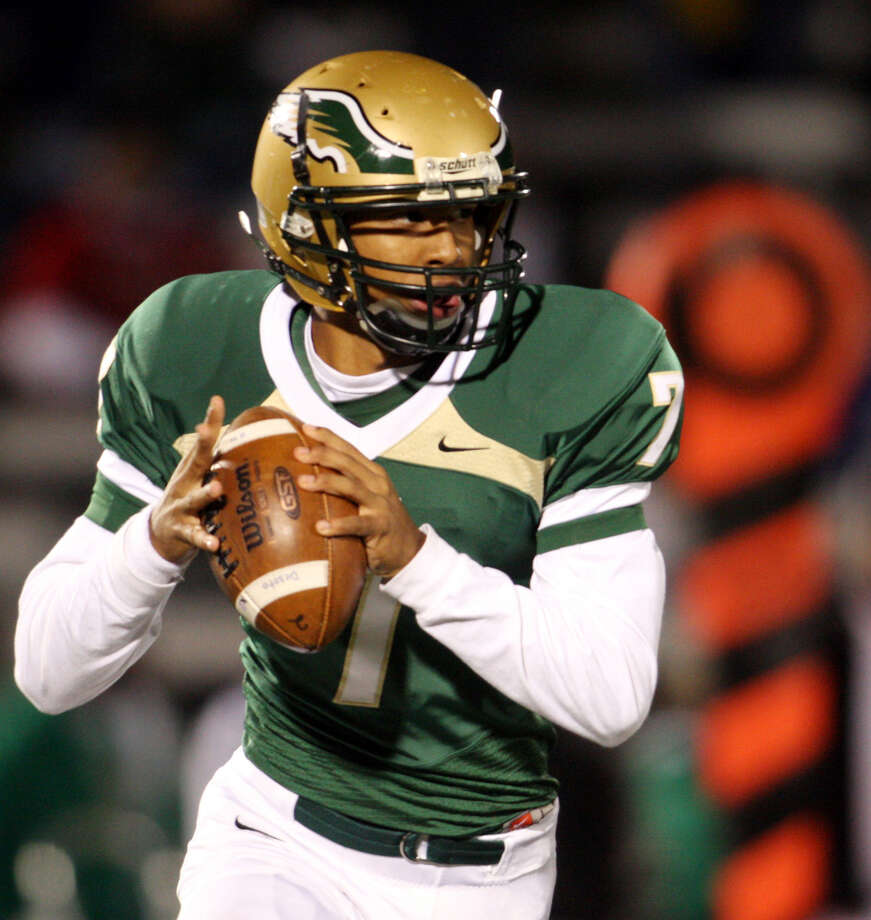 De Soto quarterback Ryan Polite ranks fifth all-time in Texas high school history in completions (738), fifth in passing yards (10,721) and eighth in touchdowns (97). Photo: Steve Hamm/Dallas Morning News