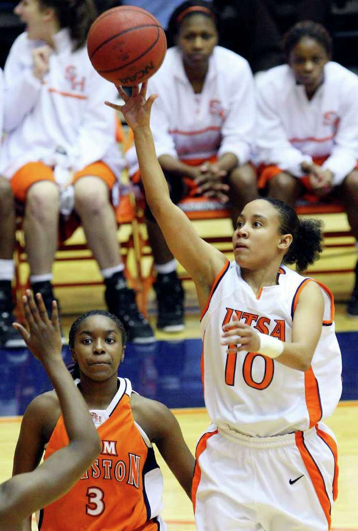 FOR SPORTS - UTSA's Amber Gregg shoots around Sam Houston State's Jasmine Johnson during first half action Saturday Jan. 29, 2011 at the Convocation Center. (PHOTO BY EDWARD A. ORNELAS/eaornelas@express-news.net)