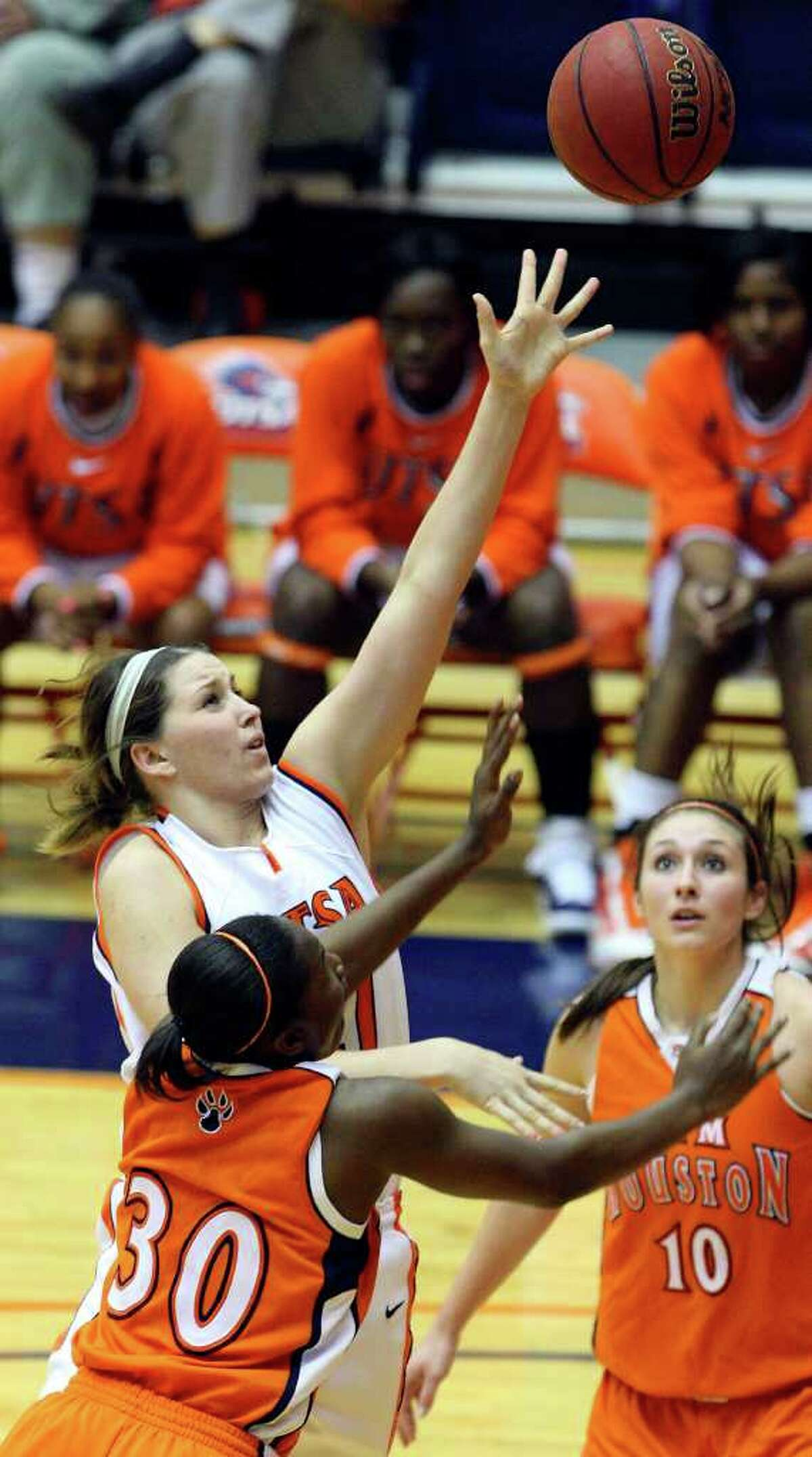 FOR SPORTS - UTSA's Kelsey Ansley shoots between Sam Houston State's Sequeena Thomas (left) and Sam Houston State's Britni Martin during second half action Saturday Jan. 29, 2011 at the Convocation Center. UTSA won (PHOTO BY EDWARD A. ORNELAS/eaornelas@express-news.net)