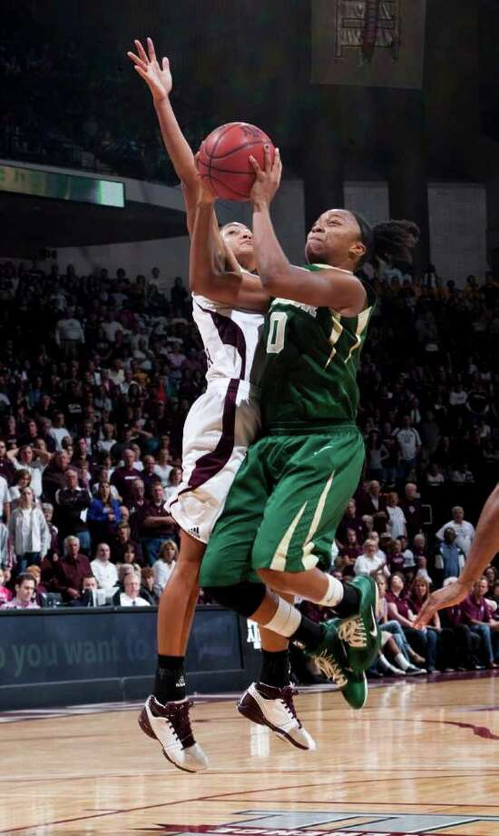 Baylor guard Odyssey Sims shoots the ball against Texas A&M's Sydney Carter (left) during the second half on Sunday, Jan. 30, 2011, in College Station. Photo: JON EILTS, ASSOCIATED PRESS