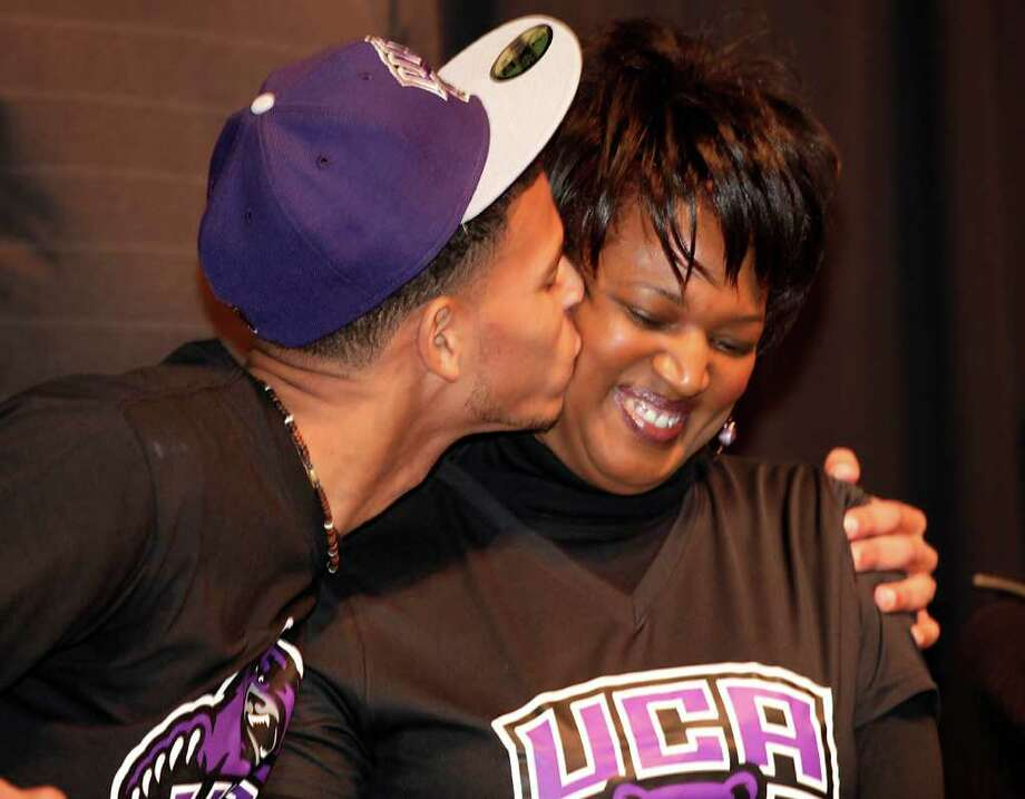 Blake Gardner, left, from Steele High School, kisses his mother Vista Graham after he sign with the University of Central Arkansas to play football, Wednesday, Feb. 2, 2011. Photo: Bob Owen, Bob Owen/rowen@express-news.net / rowen@express-news.net