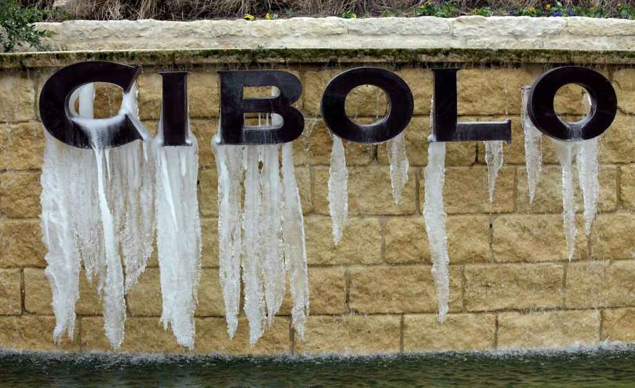 The entrance sign to Cibolo Canyons which has a fountain on it, now has icicles hanging from it due to low temperatures, Wednesday, Feb. 2, 2011. (Bob Owen/rowen@express-news.net) Photo: Bob Owen, San Antonio Express-News / rowen@express-news.net
