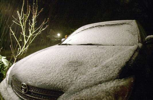 Snow falls and gathers on the hood of a parked car in the north central San Antonio area around midnight Friday Feb. 13, 2004.  Doug Sehres/staff Photo: DOUG SEHRES