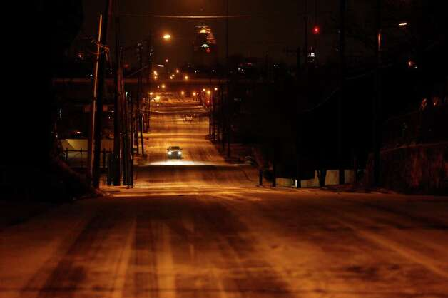 METRO - Drivers navigate snow on Fredericksburg Road in San Antonio early Friday, Feb. 4, 2011. LISA KRANTZ/lkrantz@express-news.net Photo: LISA KRANTZ, SAN ANTONIO EXPRESS-NEWS / SAN ANTONIO EXPRESS-NEWS
