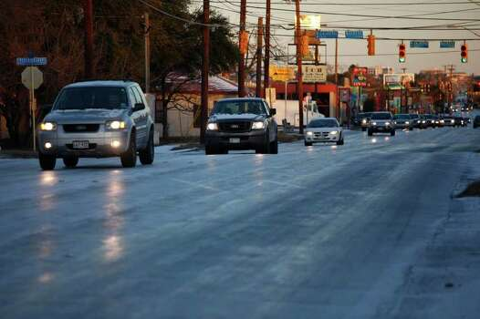 METRO - Drivers navigate snow on Fredericksburg Road in San Antonio on Friday, Feb. 4, 2011. LISA KRANTZ/lkrantz@express-news.net Photo: LISA KRANTZ, SAN ANTONIO EXPRESS-NEWS / SAN ANTONIO EXPRESS-NEWS
