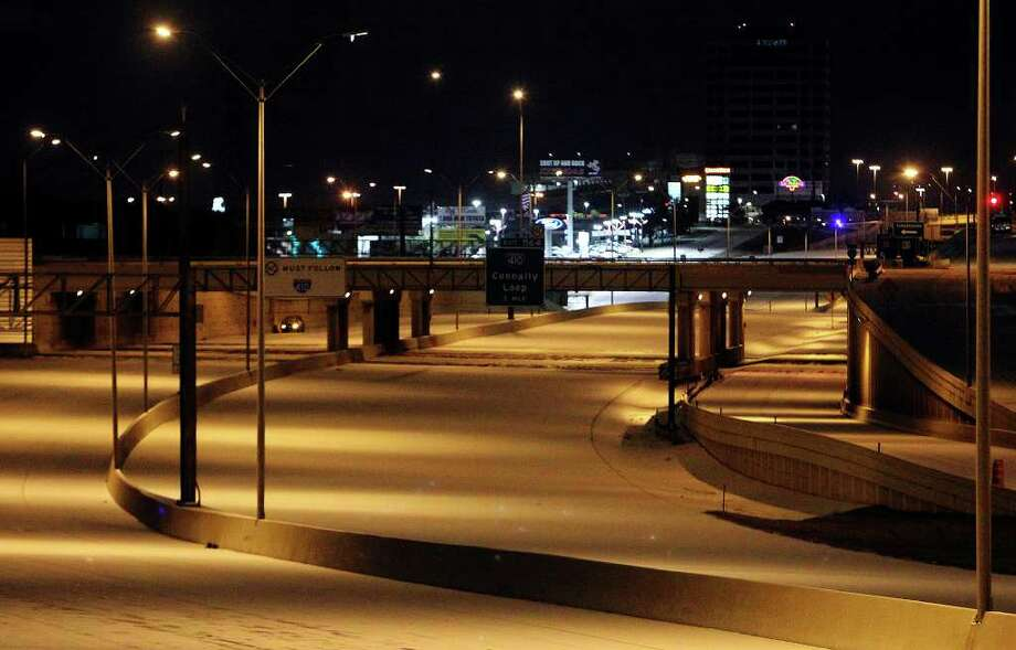 IH-10 near Callaghan and Wurzbach Roads appear eerily empty as the year's first snow event in San Antonio forced the closures of the highway in the early morning hours of Friday, Feb. 4, 2011. Kin Man Hui/kmhui@express-news.net Photo: KIN MAN HUI, SAN ANTONIO EXPRESS-NEWS / San Antonio Express-News