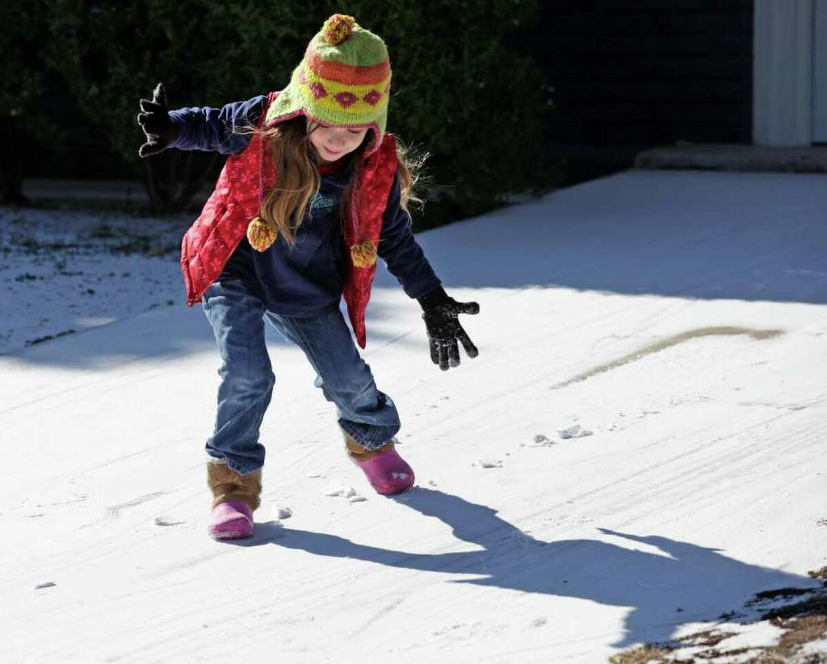 Metro daily - Five year old Sydni Sage catches her balance as she slides down a driveway on Crossette Dr. after a thin blanket of snow covers San Antonio, Friday, Feb. 4, 2011. photo Bob Owen/rowen@express-news.net