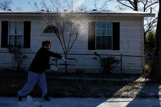 METRO - Priscilla Hernandez throws snow at a friend as they enjoy the snow in San Antonio on Friday, Feb. 4, 2011. LISA KRANTZ/lkrantz@express-news.net Photo: LISA KRANTZ, SAN ANTONIO EXPRESS-NEWS / SAN ANTONIO EXPRESS-NEWS