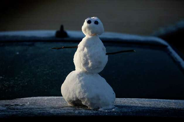 METRO - Googly eyes decorate a snowman on the trunk of a car as the sun rises in San Antonio on Friday, Feb. 4, 2011. LISA KRANTZ/lkrantz@express-news.net Photo: LISA KRANTZ, SAN ANTONIO EXPRESS-NEWS / SAN ANTONIO EXPRESS-NEWS