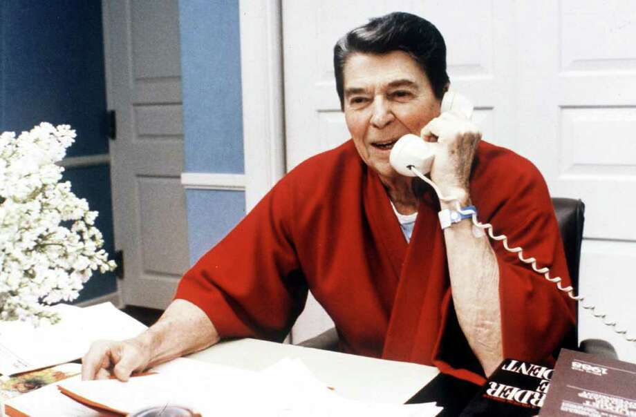 F 354390 065 01/1987 Bethesda, Maryland President Ronald Reagan Makes Phone Call From Bethesda Hospital.  (Photo By The White House/Getty Images) Photo: The White House, Getty Images / Getty Images