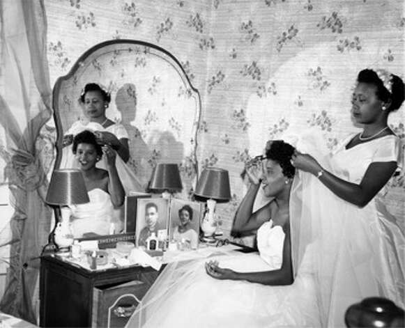 Alonzo Jordan [Wedding preparations, Bonnie Mitchell and her sister Ida Mae Mitchell], 1957 © 1996 Documentary Arts, Inc. Photo: Provided / Beaumont