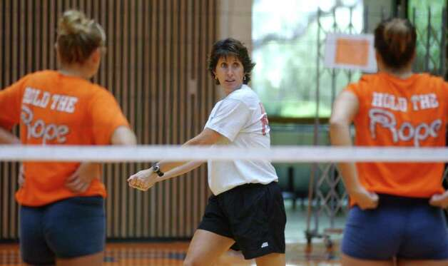 SPORTS - UTSA volleyball coach Laura Groff gives instruction to her players during practice Wednesday, August 21, 2002 at UTSA Convocation Center. BAHRAM MARK SOBHANI/STAFF Photo: BAHRAM MARK SOBHANI, SAN ANTONIO EXPRESS-NEWS / SAN ANTONIO EXPRESS-NEWS