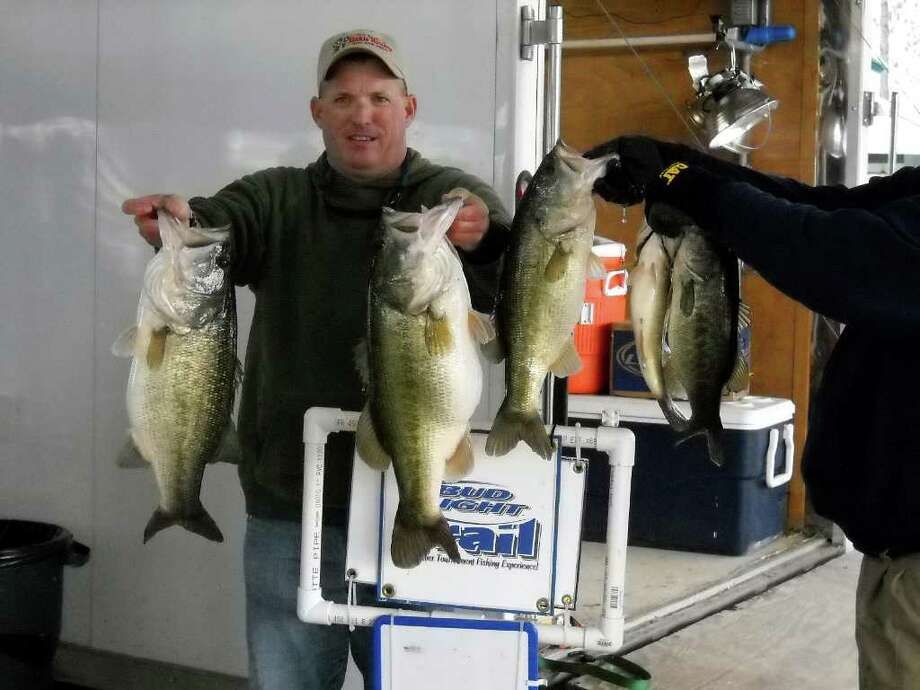 Clayton Boulware who had to fish by himself came in 1st.  He had a total bag that weighed 26.68 lbs. which also included the Big Bass of the tournament that weighed 9.13 lbs.