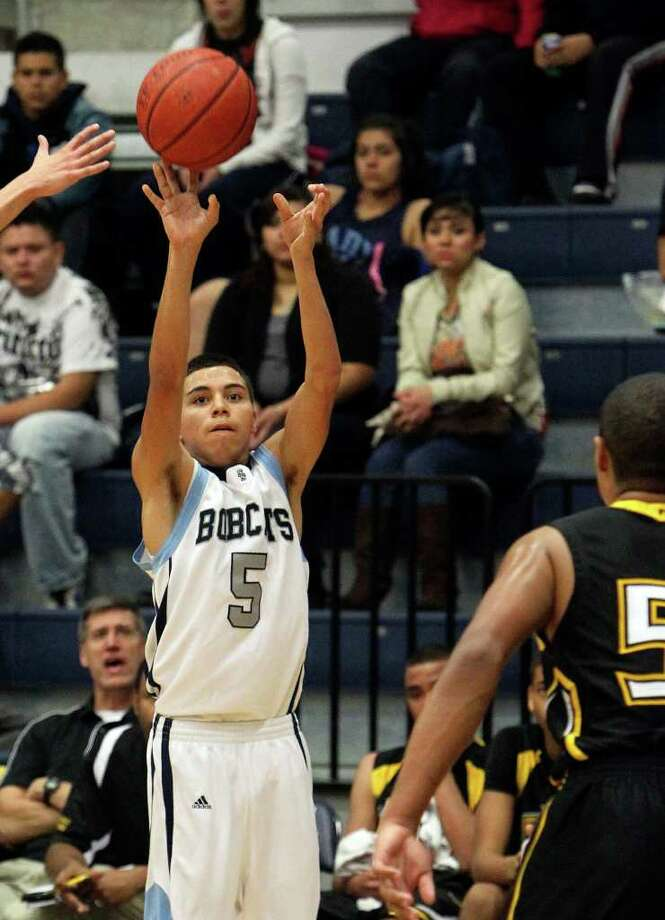 South San's Jacob Quinones (05) hoists up a three-point shot against East Central in boys basketball at South San on Tuesday, Feb. 8, 2011. South San defeated East Central, 53-51.  Kin Man Hui/kmhui@express-news.net Photo: KIN MAN HUI, SAN ANTONIO EXPRESS-NEWS / San Antonio Express-News