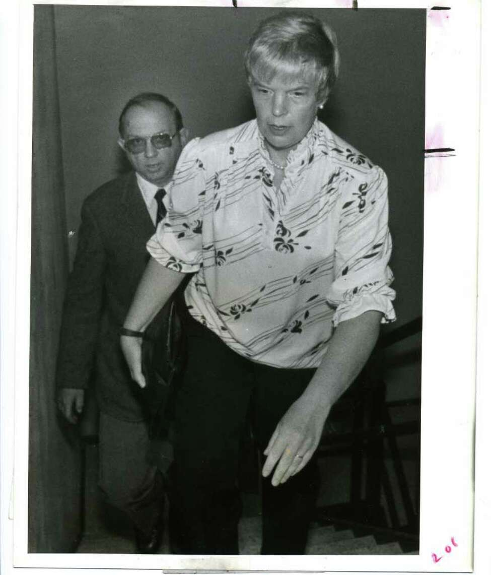 Marybeth Tinning and her husband, Joseph, make their way to a court appearance on June 23, 1987 in Schenectady County Court in Schenectady. (UPI)