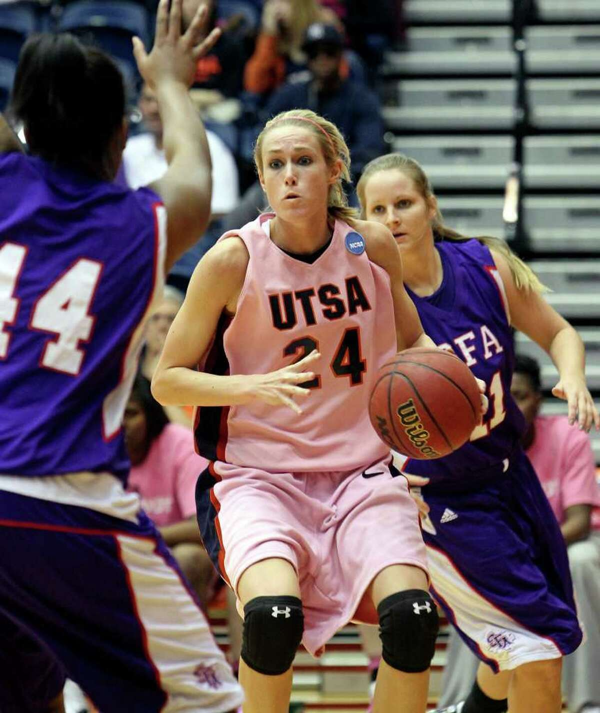 SPORTS Roadrunner guard Alysse Davis slips into an open gap and makes a play as the UTSA women play Stephen F. Austin at the UTSA Convocation Center on February 12, 2011. Tom Reel/Staff