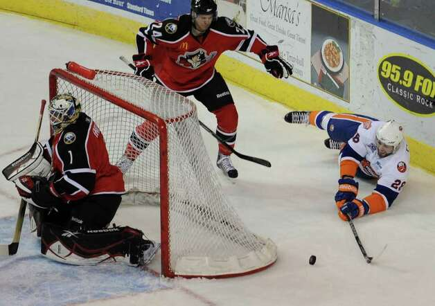 Bridgeport Sound Tigers Jason Pitton versus the Portland Pirates at the Webster Bank Arena in Bridgeport on Sunday, February 13, 2011. Photo: Brian A. Pounds / Connecticut Post