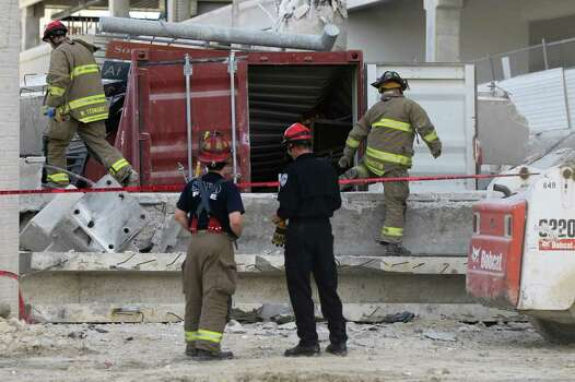 some 120 workers got out before garage collapse officials say san antonio express news. Black Bedroom Furniture Sets. Home Design Ideas