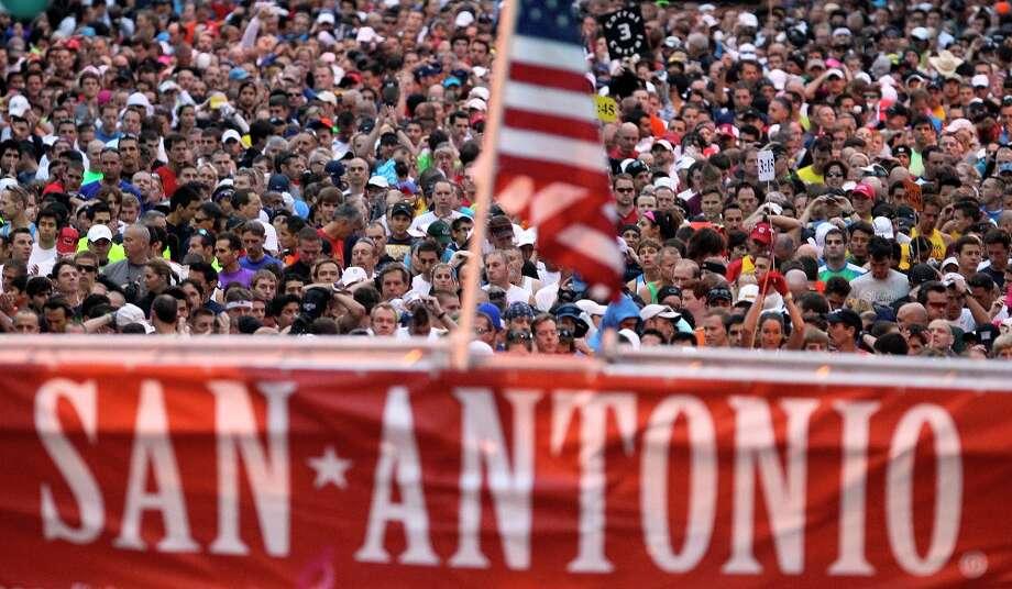Runners prepare for the start of the 2010 San Antonio Rock 'n Roll Marathon. Photo: JOHN DAVENPORT/jdavenport@express-news.net