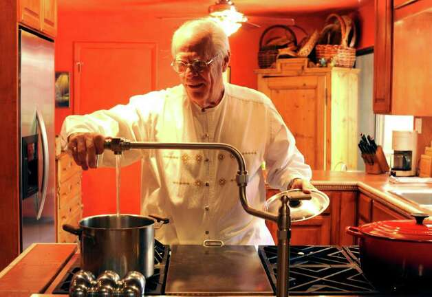 Ted Hanes demonstrates the usefulness of the pot filler in his kitchen. Tuesday, Feb. 8, 2011.  COOKS AND COCINAS  Lehmann story Photo: BILLY CALZADA, SAN ANTONIO EXPRESS-NEWS / gcalzada@express-news.net