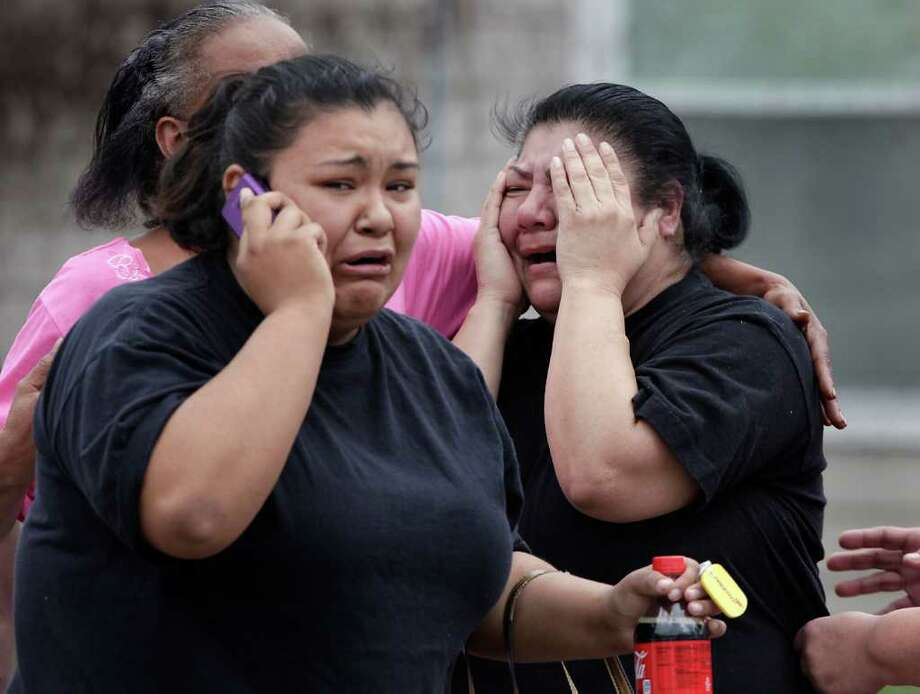 Herminia Medrano (right) and her daughter Misty Altamira cry after hearing that Medrano's niece had been stabbed to death. Photo: BOB OWEN, SAN ANTONIO EXPRESS-NEWS / rowen@express-news.net