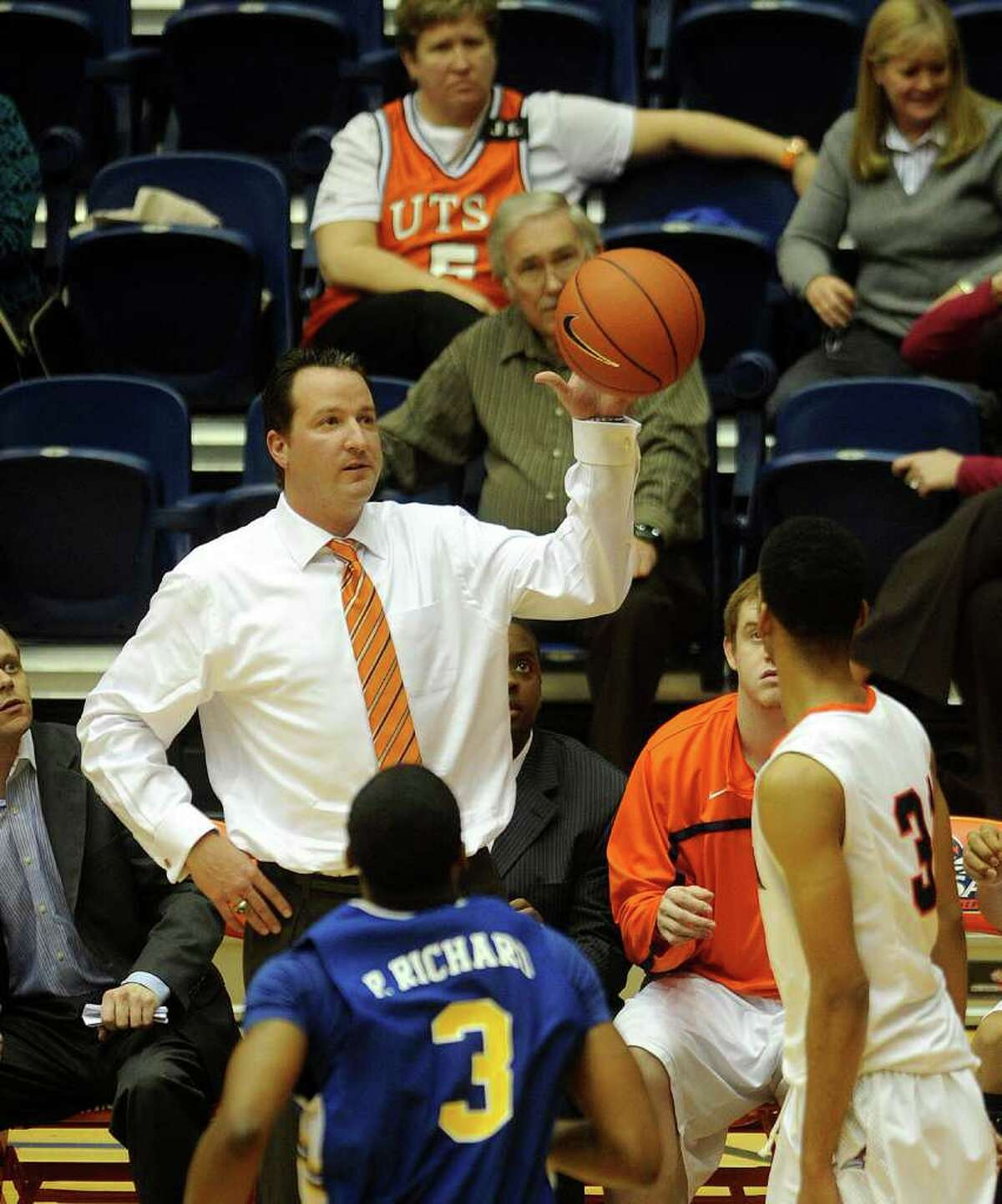UTSA head basketball coach Brooks Thompson catches a ball that was batted out of bounds during Southland Conference action against McNeese State at the UTSA Convocation Center on Wednesday, Feb. 16, 2011. BILLY CALZADA / gcalzada@express-news.net McNeese State at UTSA basketball