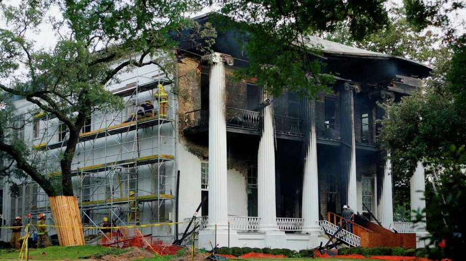 The Texas governor's mansion is shown the same day a fire swept through it in 2008. The blaze destroyed the roof, damaged the walls and scorched the picturesque front columns. Photo: Harry Cabluck, Associated Press / AP