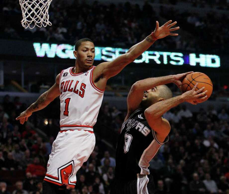 San Antonio Spurs guard Tony Parker, right, waits for Chicago Bulls guard Derrick Rose to pass by during the first half of an NBA basketball game Thursday, Feb. 17, 2011, in Chicago. Photo: AP