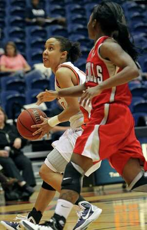 Roadrunners guard Amber Gregg looks to pass into the lane against Nicholls's Jasmine Hoskins as the UTSA women play Nicholls at the UTSA Convocation Center on Saturday, Feb. 19, 2011. Photo: TOM REEL, SAN ANTONIO EXPRESS-NEWS / © 2011 San Antonio Express-News