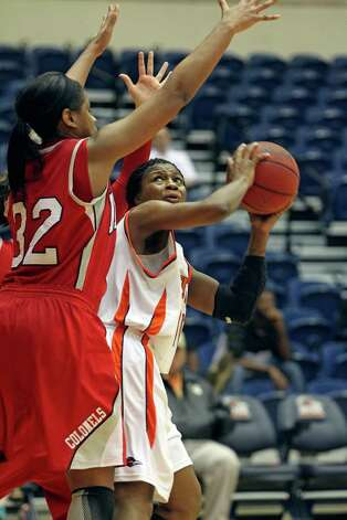 The Roadrunners' Ashleigh Franklin looks to the hoop for a shot against Nicholls' LiAnn McCarthy as the UTSA women play Nicholls at the UTSA Convocation Center on Saturday, Feb. 19, 2011. Photo: TOM REEL, SAN ANTONIO EXPRESS-NEWS / © 2011 San Antonio Express-News