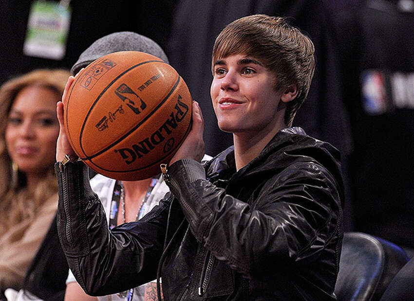 LOS ANGELES, CA - FEBRUARY 20: Singer Justin Bieber sits in the audience during the 2011 NBA All-Star game at Staples Center on February 20, 2011 in Los Angeles, California. NOTE TO USER: User expressly acknowledges and agrees that, by downloading and or using this photograph, User is consenting to the terms and conditions of the Getty Images License Agreement. (Photo by Kevork Djansezian/Getty Images) *** Local Caption *** Justin Bieber