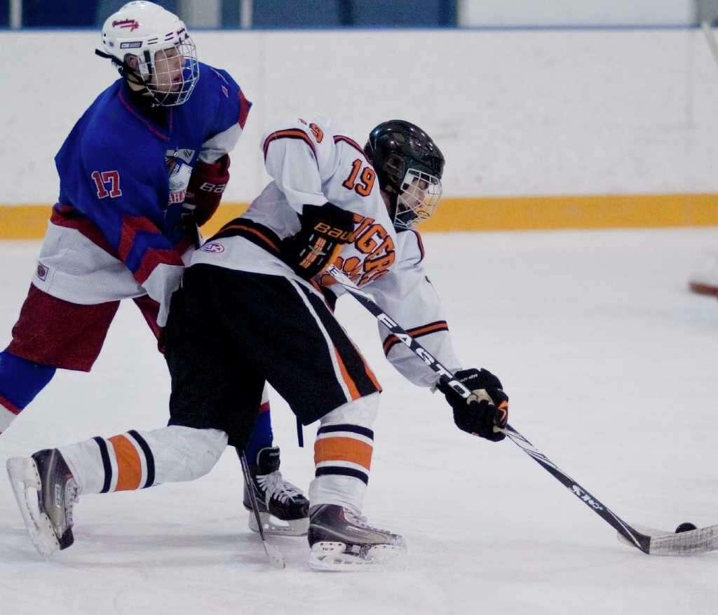 ridgefield hockey team rallies to tie glastonbury newstimes