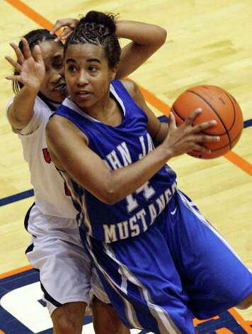 Jay's Kiara Taylor drives to the basket around  Wagner's Adriane Davis during the second half on Monday, Feb. 21, 2011, at the UTSA Convocation Center. Wagner won 54-41. Photo: EDWARD A. ORNELAS, Edward A. Ornelas/Express-News / eaornelas@express-news.net