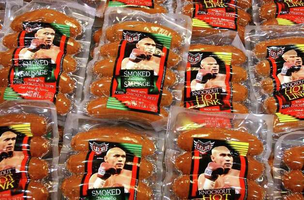 SPORTS:  Jesse James Leija has launched a new line of sausage and was at the HEB Marketplace to promote the line.  Saturday Dec. 3, 2005.  Helen L. Montoya/Staff Photo: HELEN L. MONTOYA, SAN ANTONIO EXPRESS-NEWS / SAN ANTONIO EXPRESS-NEWS