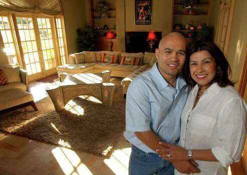 FOR SALIFE   - James and Lisa Leija in their living room Sunday Feb. 27, 2005 at their home. PHOTO BY EDWARD A. ORNELAS/STAFF Photo: EDWARD A. ORNELAS, SAN ANTONIO EXPRESS-NEWS / SAN ANTONIO EXPRESS-NEWS