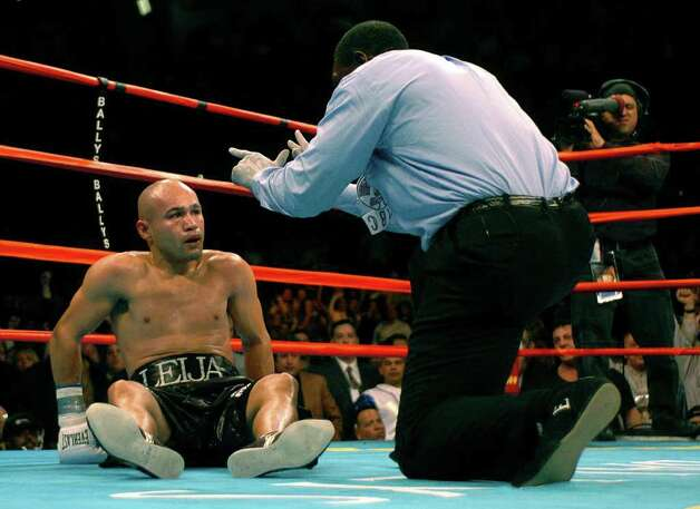SPORTS - Jesse James Leija watches referee Earl Brown after being knocked down in the fifth round of his WBC super lightweight title fight against Arturo Gatti  in Atlantic City, N.J., on Saturday, Jan. 29, 2005. Leija was able to get up, but was knocked down again moments later. BILLY CALZADA / STAFF Photo: BILLY CALZADA, SAN ANTONIO EXPRESS-NEWS / SAN ANTONIO EXPRESS-NEWS