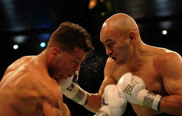 SPORTS - Jesse James Leija connects with an uppercut during his battle against Arturo Gatti in a WBC super lightweight title fight in Atlantic City, N.J., on Saturday, Jan. 29, 2005. BILLY CALZADA / STAFF Photo: BILLY CALZADA, SAN ANTONIO EXPRESS-NEWS / SAN ANTONIO EXPRESS-NEWS