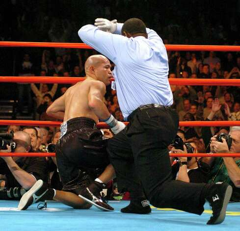 SPORTS - Jesse James Leija is counted out by referee Earl Brown in the fifth round to lose his WBC super lightweight title fight against Arturo Gatti in Atlantic City, N.J., on Saturday, Jan. 29, 2005. BILLY CALZADA / STAFF Photo: BILLY CALZADA, SAN ANTONIO EXPRESS-NEWS / SAN ANTONIO EXPRESS-NEWS