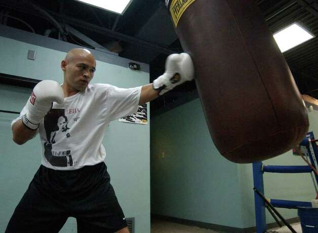 FOR SPORTS - Jesse James Leija worksout for his January fight Thursday Dec. 9, 2004. FOR WHISLER STORY.  PHOTO BY EDWARD A. ORNELAS/STAFF Photo: EDWARD A. ORNELAS, SAN ANTONIO EXPRESS-NEWS / SAN ANTONIO EXPRESS-NEWS