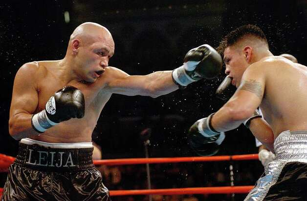 "SPORTS - ""Jesse"" James Leija lands a punch to the head of Francisco Bojado in the tenth round of their fight in Atlantic City on Saturday, July 24, 2004. Leija won the fight on a split decision. (Kin Man Hui/staff) Photo: KIN MAN HUI, SAN ANTONIO EXPRESS-NEWS / SAN ANTONIO EXPRESS-NEWS"
