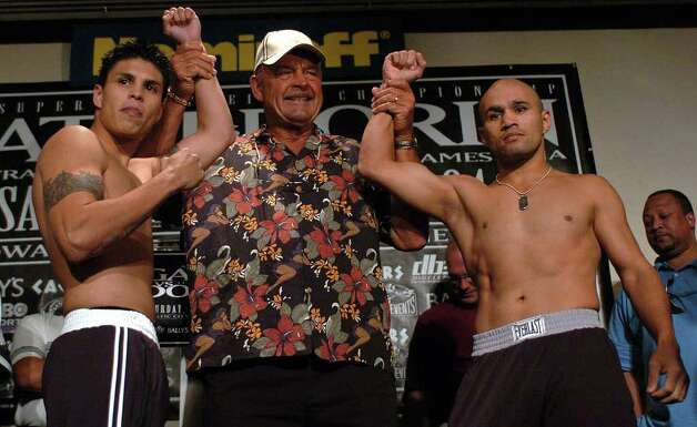"SPORTS - ""Jesse"" James Leija (right) poses for photos with opponent Francisco Bojado and former Chicago Bears head coach Dick Butkus at the boxer's weigh in at Bally's Casino in Atlantic City on Friday, July 23, 2004. Butkus was present because his son, Matt, works as a marketer for Bojado.  (Kin Man Hui/staff) Photo: KIN MAN HUI, SAN ANTONIO EXPRESS-NEWS / SAN ANTONIO EXPRESS-NEWS"