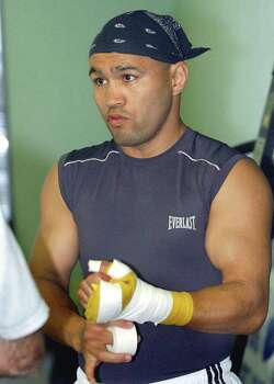 SPORTS  Jesse James Leija prepares for a workout Tuesday, December 31, 2002 in San Antonio .  Tom Reel/Staff Photo: TOM REEL , SAN ANTONIO EXPRESS-NEWS / SAN ANTONIO EXPRESS-NEWS