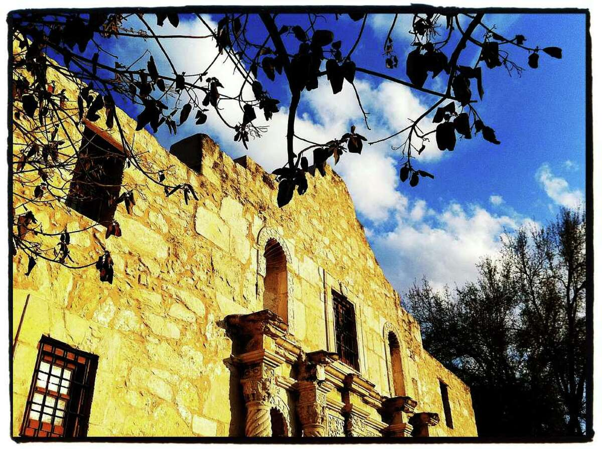 Sen. Jeff Wentworth praised the DRT for caring for the Alamo since 1905 without charging admission.