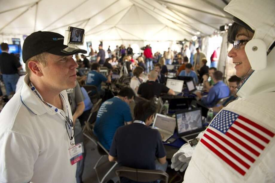 Joel Glickman, left, and Phylise Banner, right, will provide live feeds from Kennedy Space Center during Thursday's launch of the space shuttle Discovery. (Bill Ingalls / NASA)